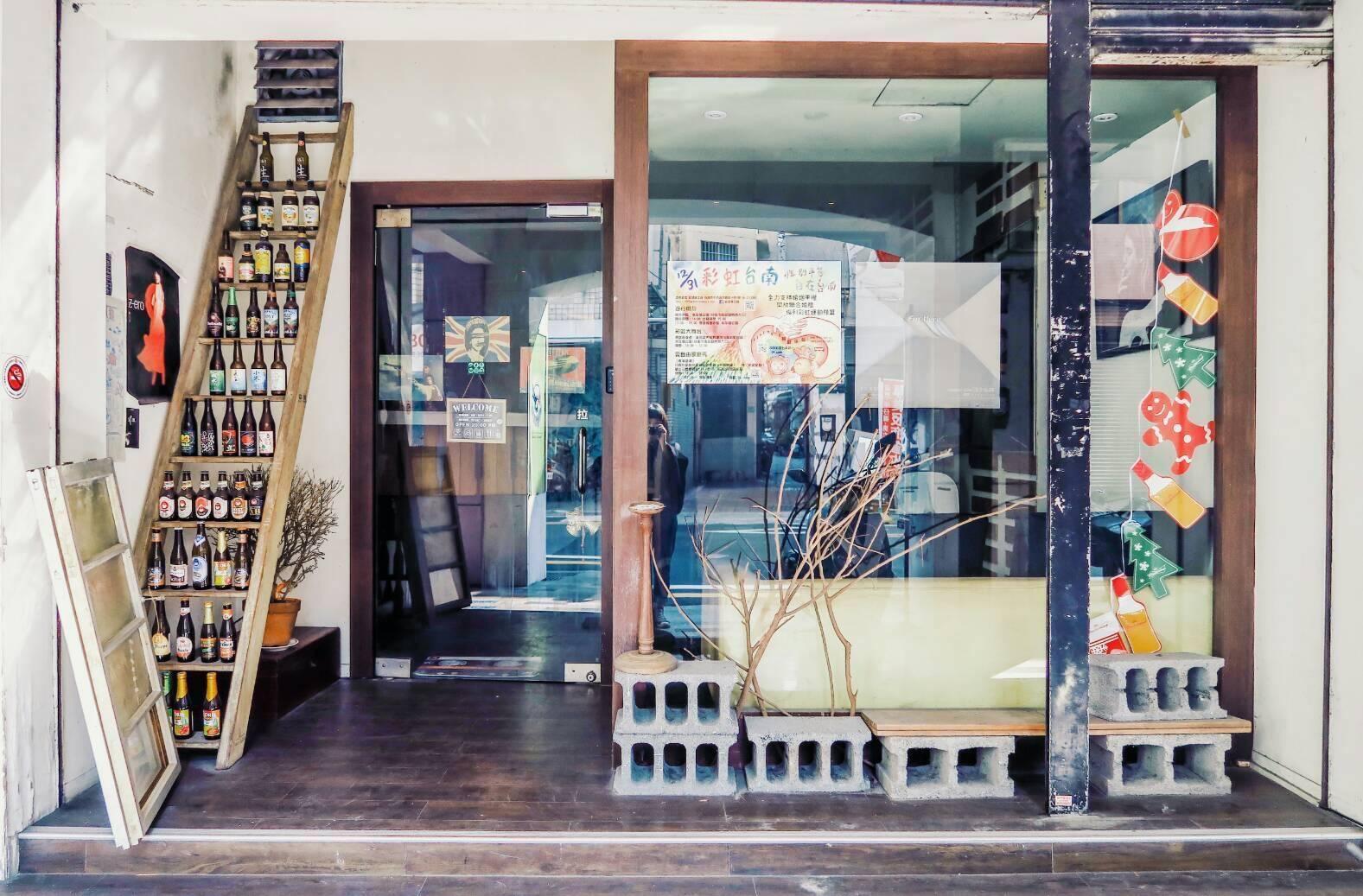 蜂鳥巢-台南背包客小酒館